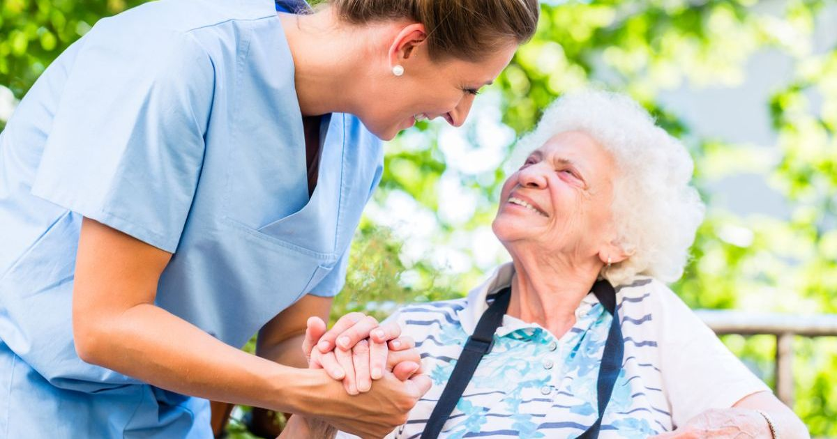 Why to Move To Senior Living Community? Check Out the Top Reasons